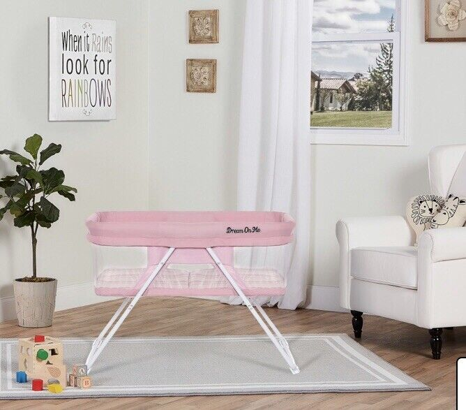 Dream On Me Traveler Portable Baby Bassinet in Cloud • PINK