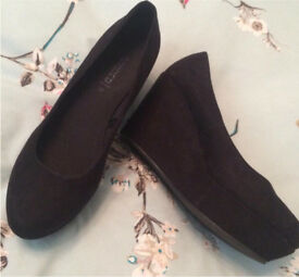 Brand New Black Suede High Heel Wedges Size 4