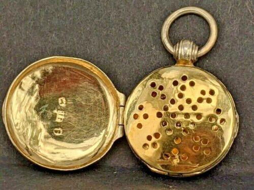 1829 Georgian silver circular vinaigrette fob with a rich gold washed interior