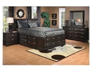 Beautiful bedroom set with storage drawers like brand new