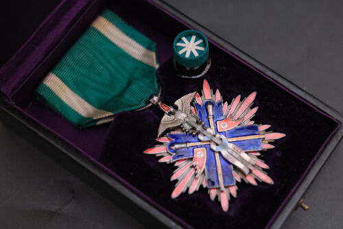 0829a ORIGINAL WW2 Japanese Order Of The Golden Kite 5th Class Award with box