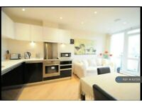 2 bedroom flat in Printing House Square, Guildford Town Centre, GU1 (2 bed) (#837218)