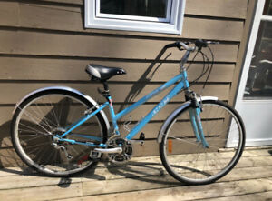 Hybrid Bike - in like new condition!