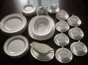"Aynsley ""Mayfair 8127"" Tableware set"