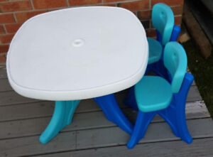 Step 2 kids table and 2 chairs