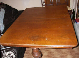 Dining room table with leaf extension and 4 chars