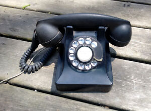 Classic Black 1947 Rotary Dial Phone.