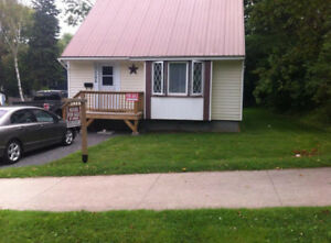 clean 5 bedroom house for rent 2 minutes to UNB