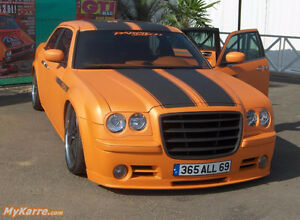 Chrysler 300 - Black stripes