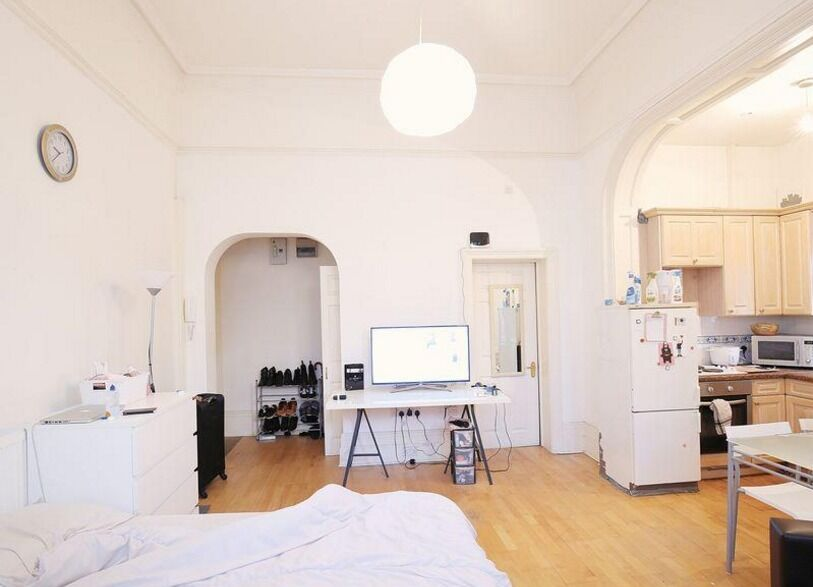 SPACIOUS MODERN STUDIO IN SWISS COTTAGE - £ 1250 PCM
