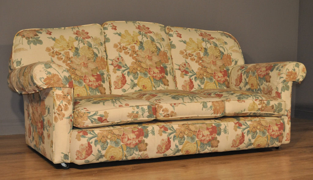 Attractive Vintage Floral Upholstered Three 3 Seat Sofa Settee Couch
