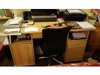 Desk excellent condition. With middle locking draw