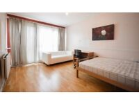 Amazing Spacious Double Room to rent ! Perfect for a couple, student or young professional!!