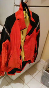 Water resistant cycling jacket with reflective sections - Activa