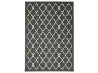 Lovely Low pile Grey Rug