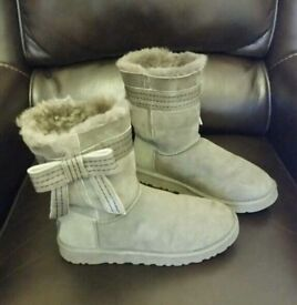UK size 5 grey ugg boot as new
