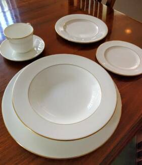 Royal Doulton Signature Gold Dinner Set for 8 People