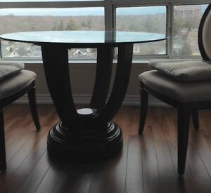 Beautiful dinning table and chairs