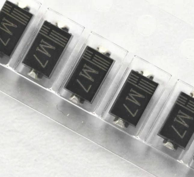 100PCS Diode DO-214(SMD) 1N4007 LL4007 M7 TOSHIBA NEW