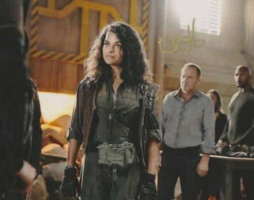 Eve Harlow The 100 Autographed Signed 8x10 Photo COA #MR311