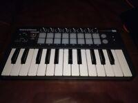 Novation Launchkey Mini - Midi Controller Keyboard