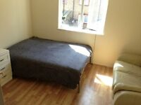Immediate available single, double rooms in zone 1 elephant & castle area