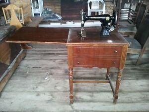 Machine à coudre antique + meuble