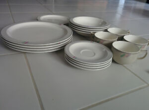 BARGAIN! - 20 PIECES DINNERWARE