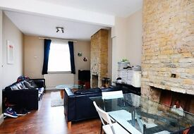 E2 / BETHNAL GREEN !! 5 MINUTES TO LIVERPOOL STREET !! 2 DOUBLE BEDROOM 1ST FLOOR FLAT !!