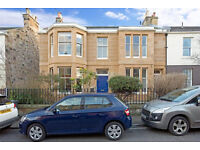 Spacious 3 double bed, 2 public lower villa in Portobello. One street from beach Towerbank catchment