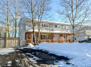BEAUTIFUL 2 LEVEL SEMI IN ASTRAL DR AREA - EVERYTHING INCLUDED!