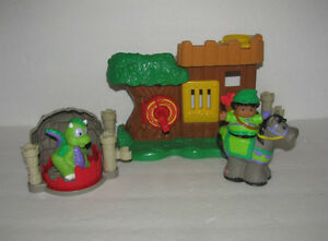 Fisher Price Little People Watchful Woodsman w/Dragon, Horse