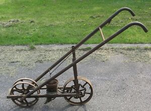 ANTIQUE CAST IRON PUSH GARDEN SEEDER outdoor dcor Oshawa