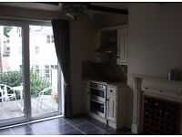 Spacious two bedroom unfurnished apartment in Peverell