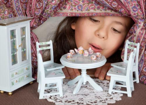Vom Nachttopf bis zum Bügeleisen – Tipps für den Kauf von antikem Zubehör für die Puppenstube