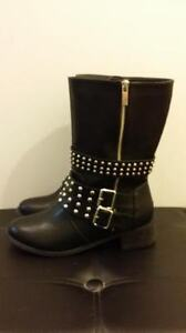 LADIES LEATHER BOOTS - Black - Size 7 - REDUCED TO $65