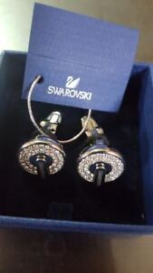 SWARVOSKI CUFF LING NEW WITH THE BOX PACKED CUFF LINGS BOSS BRAN