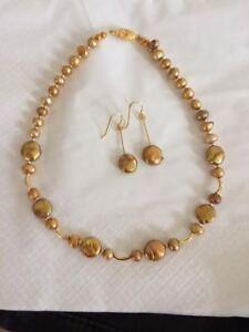 Collier et boucles d'oreilles perle d'eau