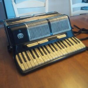 SERENELLI 120 bass notes accordion accordeon - needs repairs
