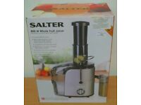 Salter 800w Whole fruit juicer with a 1L juice container. Tested working and boxed.
