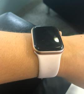 Apple Watch Series 4 (GPS) Pink band
