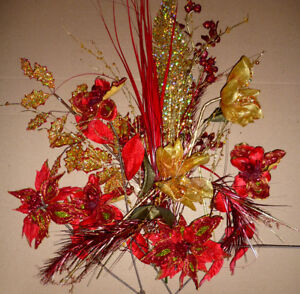 Christmas Flowers Red & Gold :: As shown :: Smoke Free