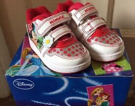 Disney Minnie Mouse skate trainers,child size 4