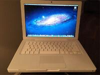 Apple MacBook A1181 2.4Ghz Intel, 2GB ram, 250GB hard drive