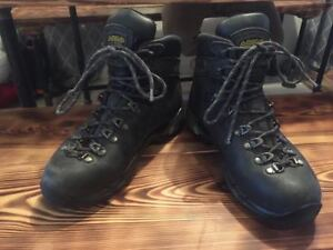 Women Size 7 Asolo Gore-Tex Hiking Boots