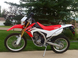 Honda CRF250L Dual Sport Bike MUST SEE: LIKE NEW CONDITION!