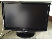 "Samsung 18.5"" lcd Freeview TV with stand"