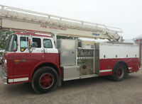 FIRE TRUCK 1977 FORD 800 LADDER TRUCK