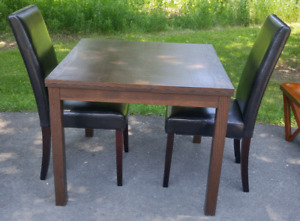 SMALL TABLE WITH 2 CHAIRS