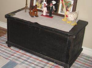 Antiquités! coffre, banc, armoire